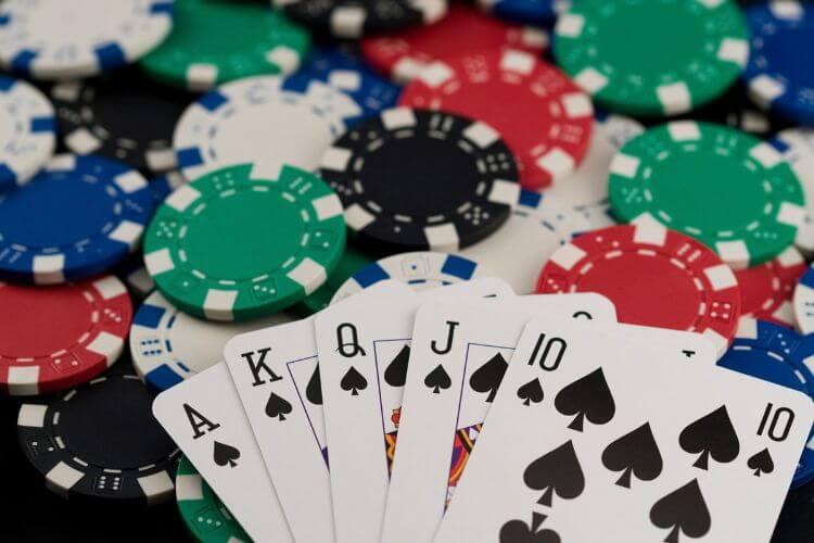 bàn chơi poker
